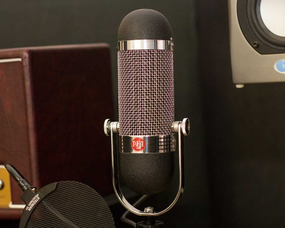 AEA R84 Ribbon Mic